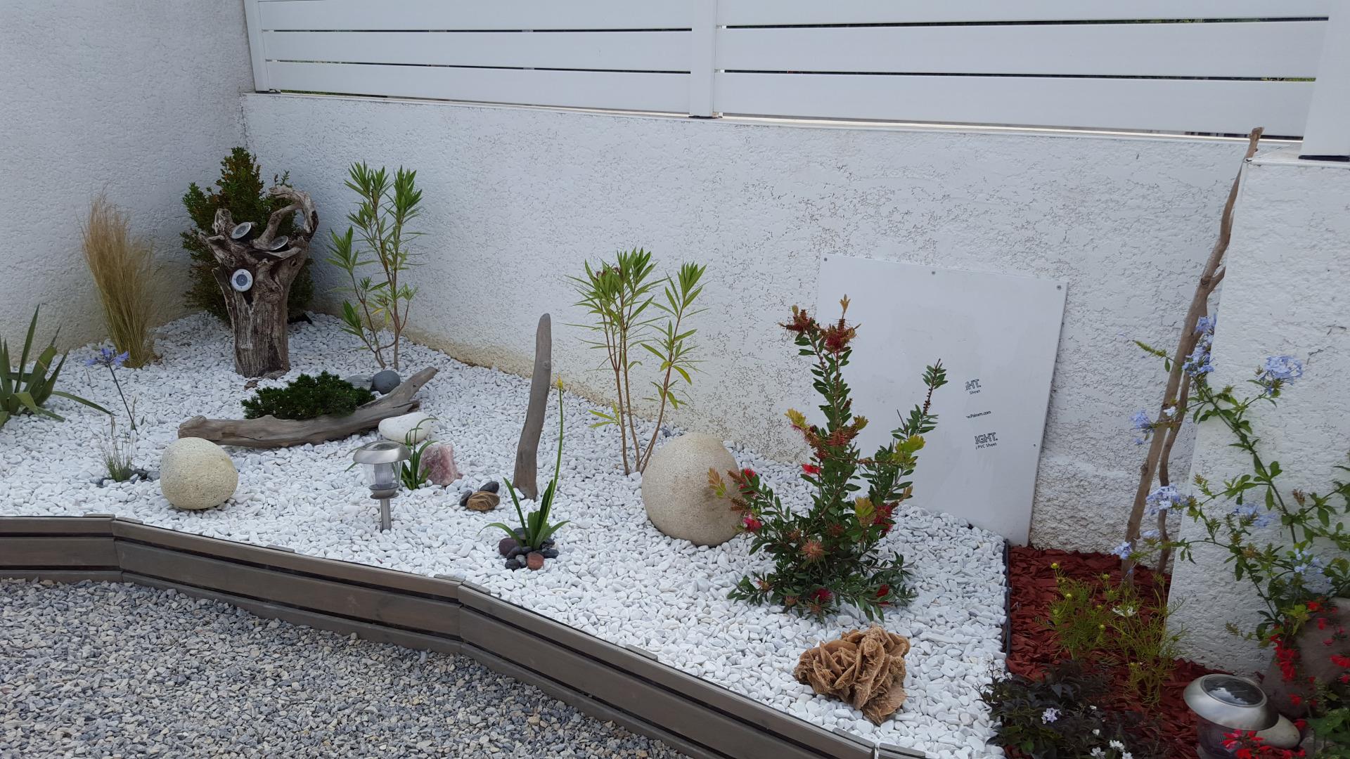Chemin Des Canaux 30230 Bouillargues création d'un jardin sec: un beau jardin avec peu d'entretien.