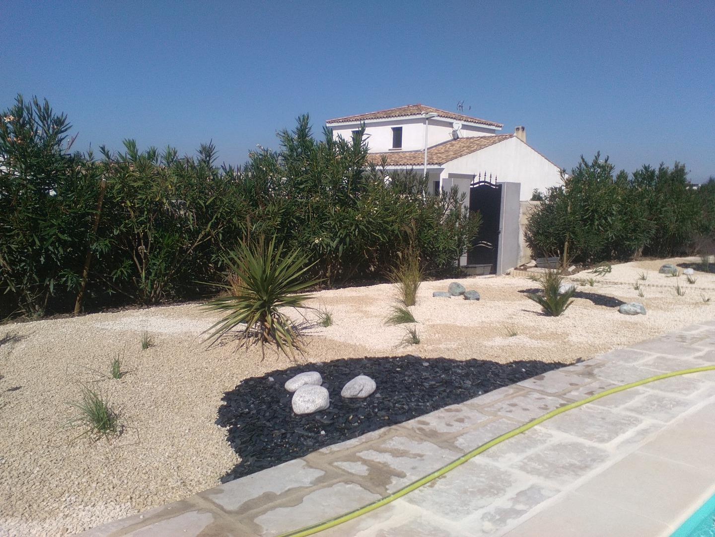Une quipe de paysagistes professionnels pour vos espaces for Entretien jardin avignon